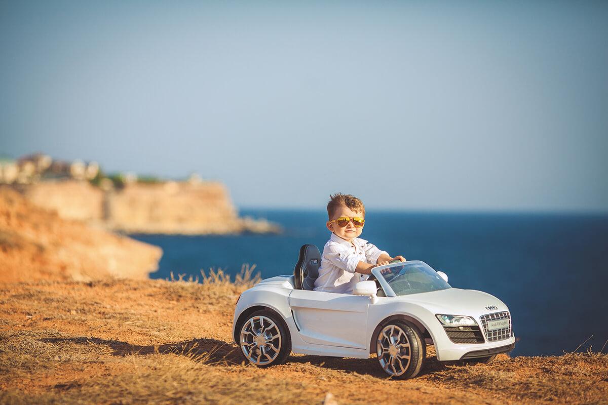 Les 9 voitures électriques les plus sympa à offrir à vos enfants (6V ... 26d12c68a87e