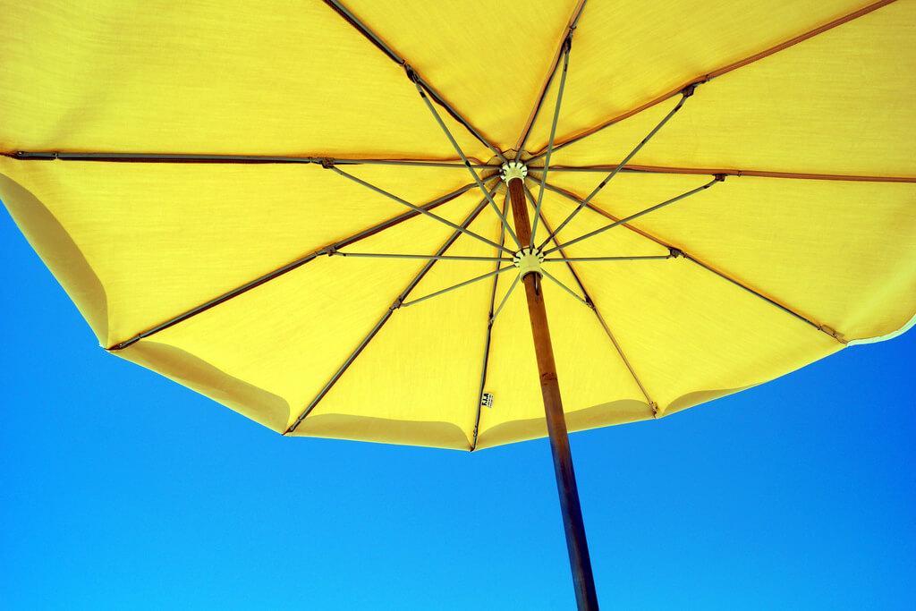 La plupart des traitements durent environ 3 mois. Pouvez-vous éviter le soleil et arrêter les autobronzants pendant cette période ?