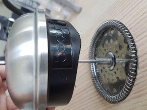 Le système de piston de la Bodum Chambord